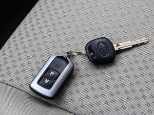 2014款180E 五座CVT基本型 钥匙