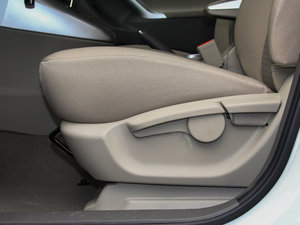 2014款180E 五座CVT基本型 座椅调节