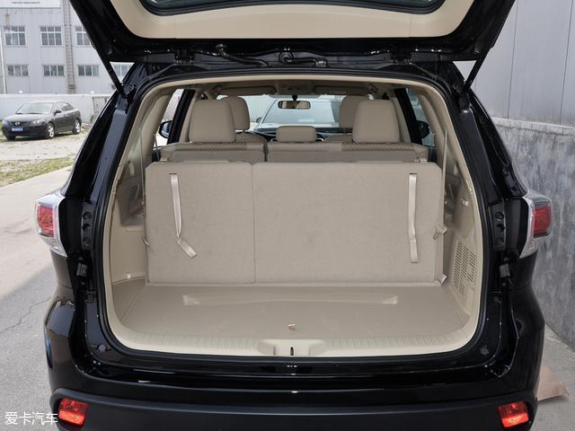 行李厢的储物能力与福特锐界的行李厢储物能力相差不大。