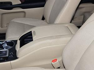 2015款3.5L 七座四驱豪华版 前排中央扶手