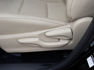 2015款3.5L 七座四驱精英版 座椅调节