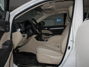 2015款2.0T 七座四驱豪华导航版 前排空间