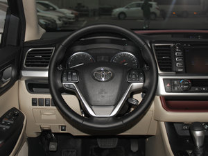 2015款2.0T 七座四驱豪华导航版 方向盘