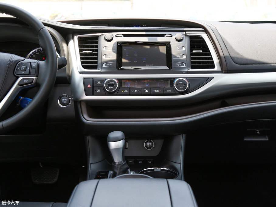 2017款汉兰达2.0T 七座四驱豪华版