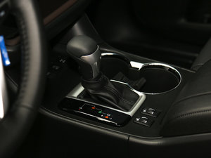 2017款2.0T 七座四驱炫黑限量版 变速挡杆