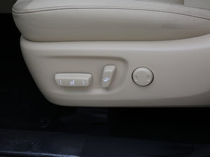 2017款2.0T 七座四驱豪华导航版 座椅调节