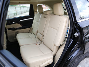 2017款2.0T 七座四驱豪华导航版 后排座椅