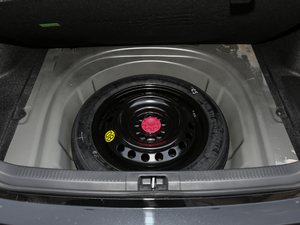 2018款2.5HQ 旗舰版 备胎