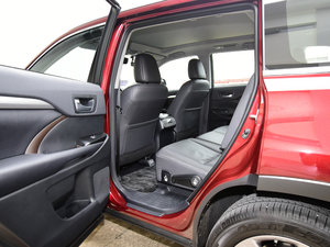 2018款2.0T 四驱尊贵版 7座 后排空间