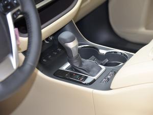 2018款2.0T 四驱至尊版 7座 变速挡杆