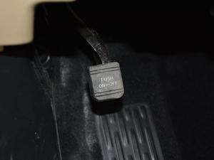 2018款2.0T 四驱豪华版 7座 驻车制动器