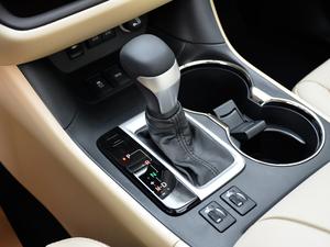 2018款2.0T 四驱豪华版 7座 变速挡杆