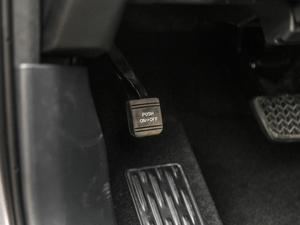 2018款2.0T 四驱尊贵版 7座 驻车制动器