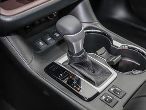 2018款2.0T 四驱尊贵版 7座 变速挡杆