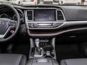 2018款2.0T 四驱尊贵版 7座 中控台