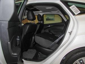 2015款EcoBoost 180 自动运动型 后排座椅放倒