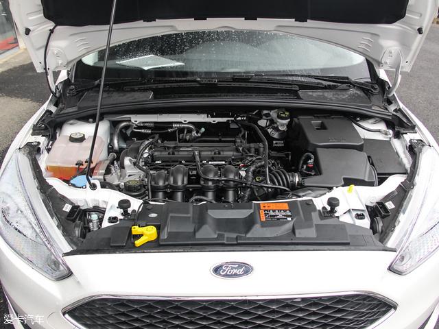 福克斯同样搭载1.6L自然吸气发动机,最大功率为92kW(125Ps),峰值扭矩为159Nm,与之匹配的是一台6速双离合变速箱。该动力系统的工信部综合油耗为6.7L/100km。
