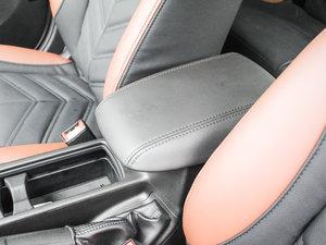 2017款1.6L 自动舒适型智行版 前排中央扶手