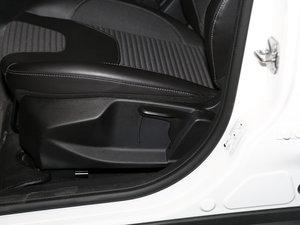 2017款EcoBoost 125 自动超能风尚型智行版 座椅调节