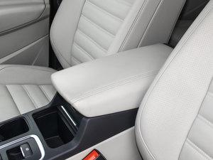 2017款EcoBoost 245 四驱尊翼型 前排中央扶手