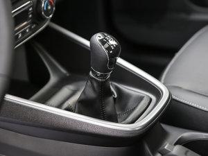 2017款幸福版 1.5L 手动时尚型 变速挡杆
