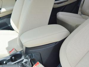 2017款1.5L 手动舒适型 前排中央扶手