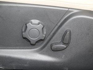 2018款2.0L 自动四驱尊翼型 座椅调节
