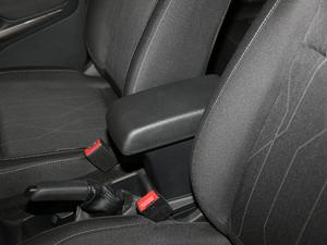 2018款改款 1.5L 自动铂翼型 前排中央扶手