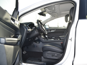 2018款EcoBoost 245 两驱豪锐型 7座 前排空间
