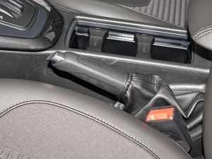 2018款1.6L 自动风尚型智行版 驻车制动器