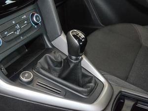 2018款1.6L 手动舒适型智行版 变速挡杆
