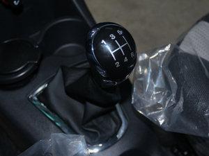 2011款1.3L 手动豪华版 变速挡杆