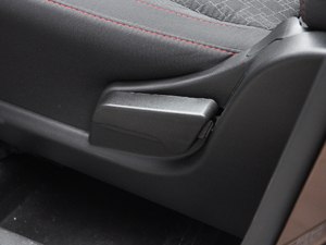 2018款1.5L 手动天窗型 座椅调节