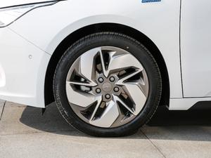 2019款高维标准续航幂方版 轮胎
