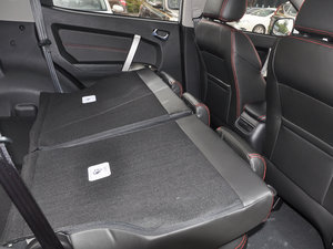2015款经典版 1.8L 手动新都市型 国V 后排座椅放倒