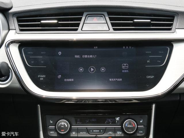 安全性配置方面,帝豪GL根据配置高低将分别配备ACC自适应巡航系统、ABS+EBD、6安全气囊、倒车雷达、倒车影像、ESP车身稳定控制系统、TPMS胎压监测系统、自动驻车等配置。