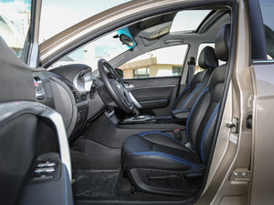 2017款EV300 精英型 前排空间
