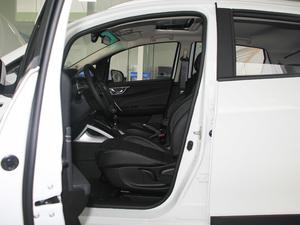2017款1.5L 手动尊贵型 前排空间