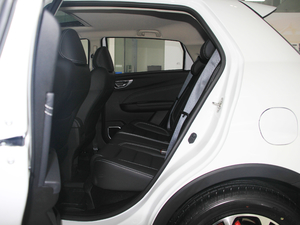 2017款1.5L 手动尊贵型 后排空间