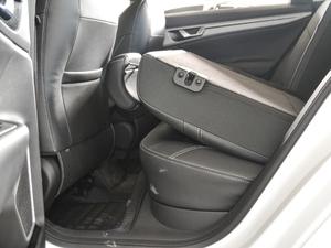2018款1.8L 手动精英智联型 后排座椅放倒
