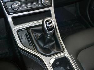 2018款1.8L 手动精英智联型 变速挡杆