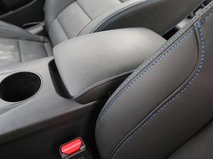 2018款EV450 尊贵型 前排中央扶手