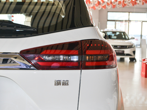 2018款2.0L 手动两驱智雅型 尾灯