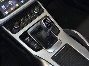 2018款2.0L 手动两驱智雅型 变速挡杆