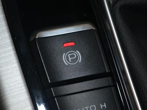 2018款2.0L 手动两驱智雅型 驻车制动器