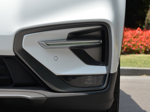 2018款运动版 1.8TD 自动两驱智尊型 雾灯