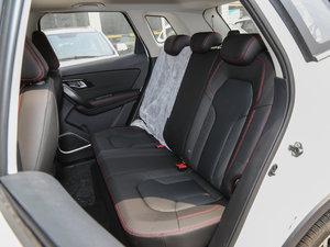 2017款1.6L 自动豪华型 后排座椅