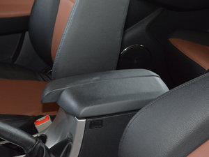 2017款1.9T 手动四驱豪华型 前排中央扶手