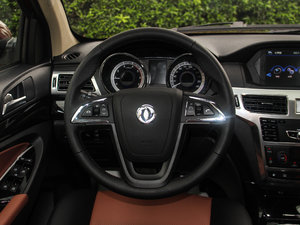 2017款1.9T 手动两驱豪华型 5座 方向盘