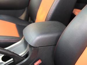 2017款2.4L 汽油两驱至尊版 前排中央扶手